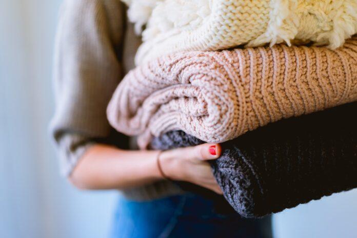 Jesienne stylizacje - z czym połączyć sweter?